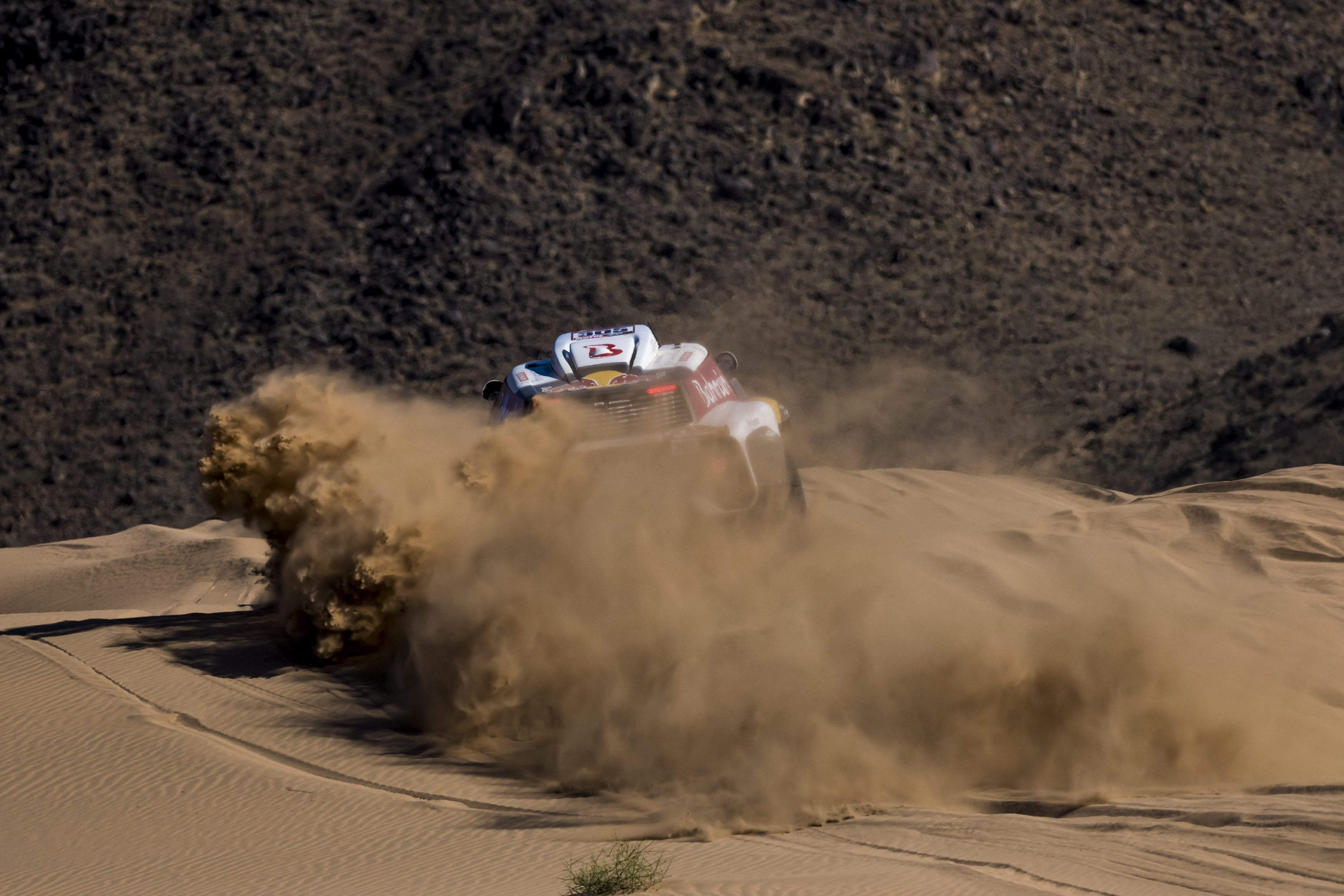 Sainz extends his overall lead, fourth stage win for the Spanish driver