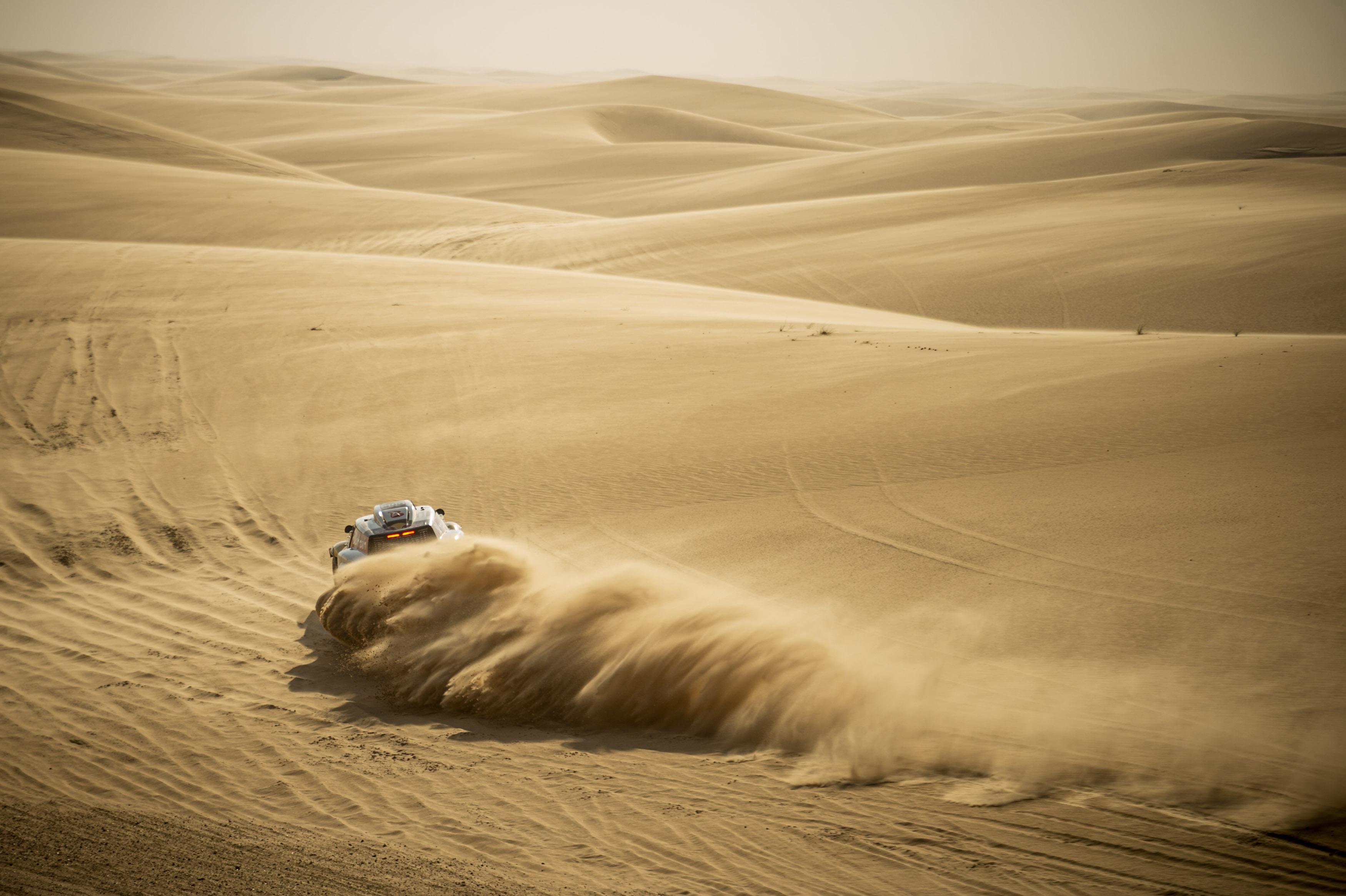 Carlos Sainz más líder tras ganar su cuarta etapa en el Dakar 2020